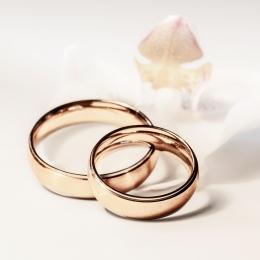 Obraz Zlaté snubní prsteny.